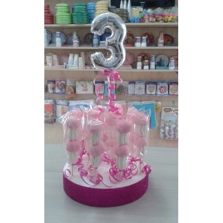 torta di spiedini di marshmallow con numero